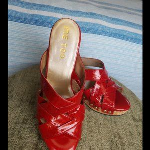 mee too wedges size 8 but like a 7 runs small